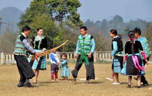 tet dong bao dan toc hmong 300x191 - Mách bạn những điều cần lưu ý khi đi du lịch Mộc Châu