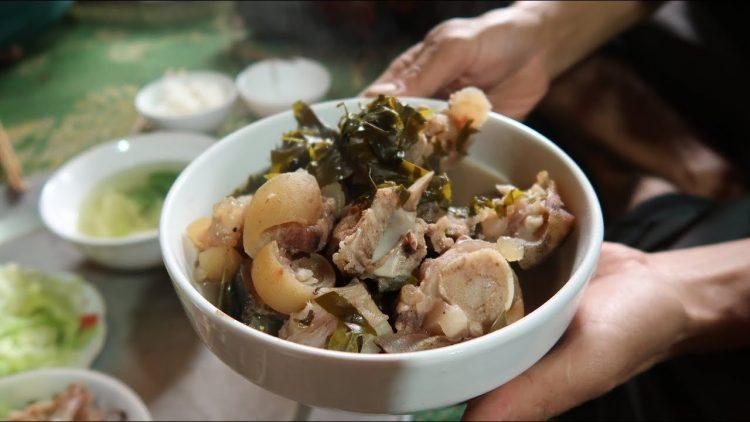 canh xuong la nom dac san moc chau 1 750x422 - Điểm danh 11 món ăn đặc sản Mộc Châu nhất định không thể bỏ lỡ