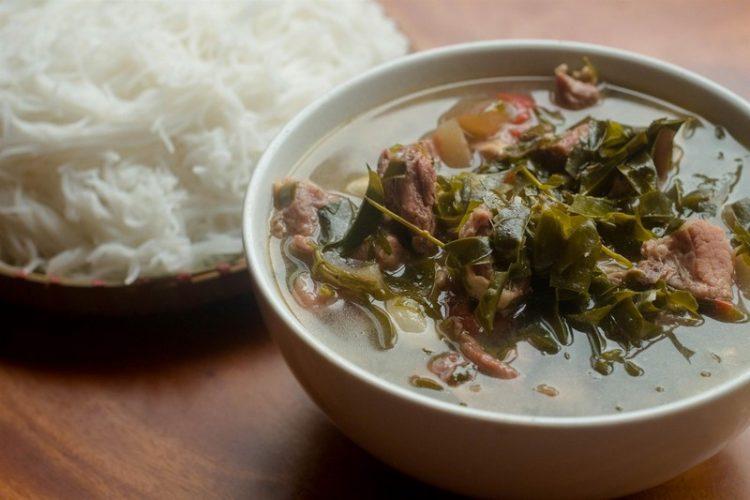 canh xuong la nom dac san moc chau 2 750x500 - Điểm danh 11 món ăn đặc sản Mộc Châu nhất định không thể bỏ lỡ