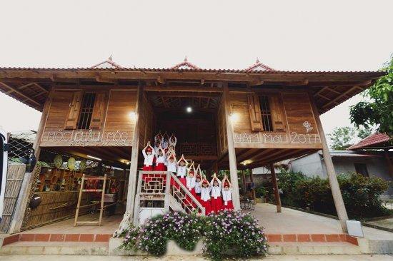 nha san moc chau moc - Kinh nghiệm du lịch mùa hoa mận Mộc Châu