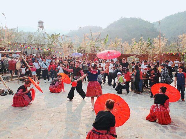 Cho tinh0 moc chau 1 644x483 - Tổng hợp các lễ hội truyền thống đặc sắc ở Mộc Châu | Review Mộc Châu