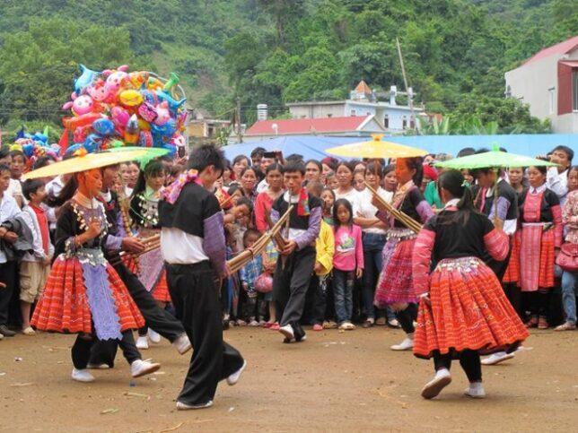 Cho tinh0 moc chau 5 644x483 - Tổng hợp các lễ hội truyền thống đặc sắc ở Mộc Châu | Review Mộc Châu