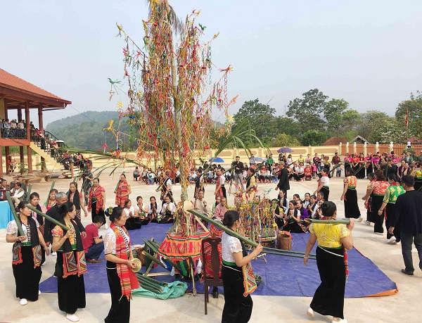 le hoi cau mua 6 - Tổng hợp các lễ hội truyền thống đặc sắc ở Mộc Châu | Review Mộc Châu