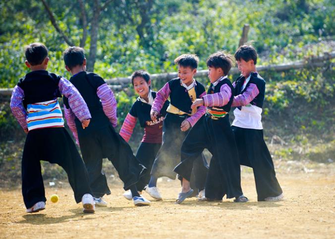 tet dong bao hmong moc chau 1 676x483 - Tổng hợp các lễ hội truyền thống đặc sắc ở Mộc Châu | Review Mộc Châu