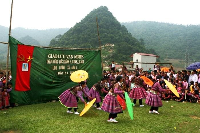 tet dong bao hmong moc chau 1 - Tổng hợp các lễ hội truyền thống đặc sắc ở Mộc Châu | Review Mộc Châu